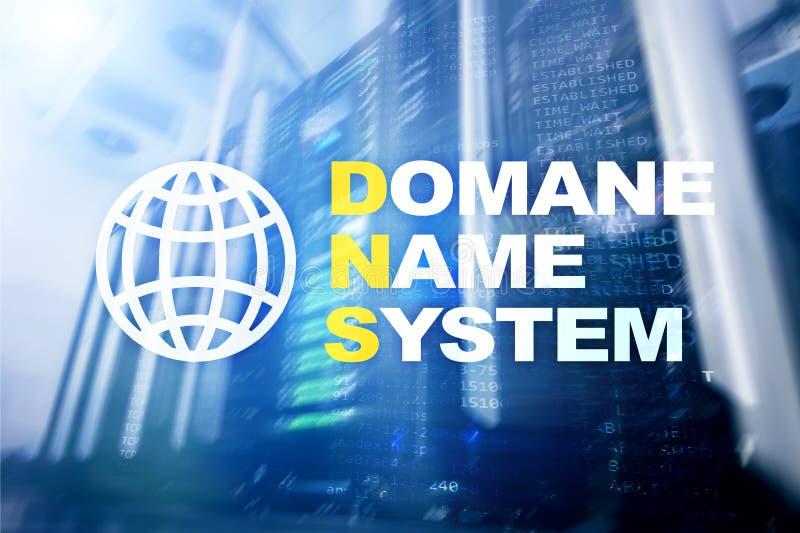 Dns - domeinnaamsysteem, server en protocol Internet en digitaal technologieconcept op de achtergrond van de serverruimte stock fotografie