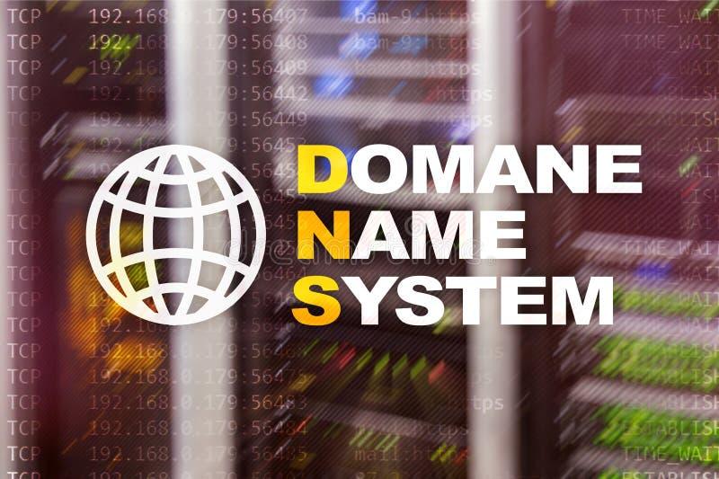 Dns - domeinnaamsysteem, server en protocol Internet en digitaal technologieconcept op de achtergrond van de serverruimte stock afbeeldingen