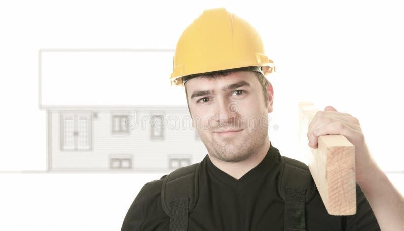 Doświadczonego mężczyzna carpenterin pracowniany biel obraz stock