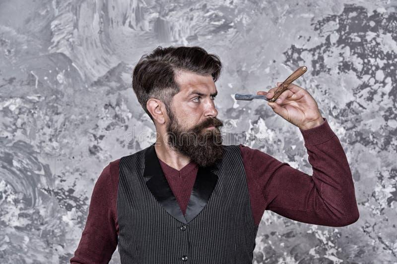 Doświadczony fryzjer Stare szkoły i roczniki Opieka włosów twarzy Wynajmujący fryzjer Sprzęt fryzjerski Salon fryzjerski Człowiek obrazy stock