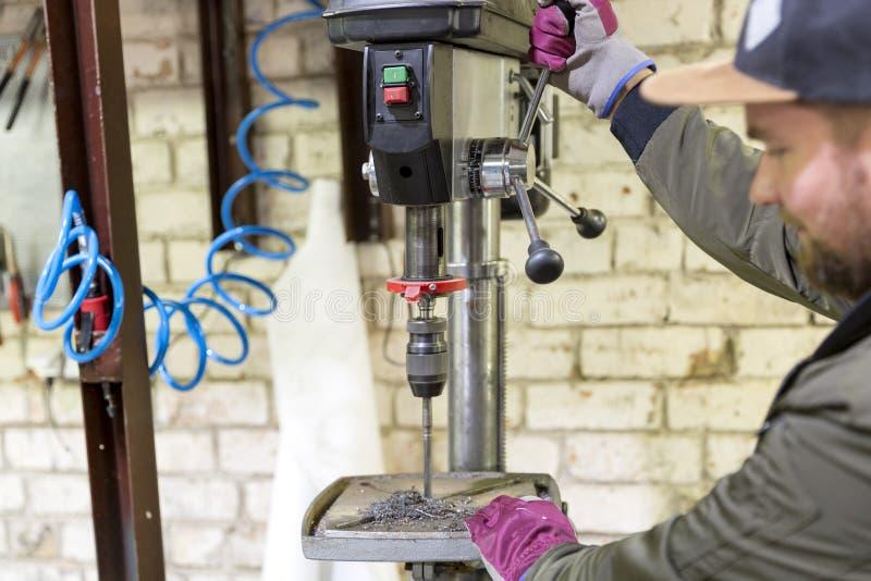 Doświadczony operator Metalworking przemysłu pojęcia profesjonalista zdjęcie royalty free