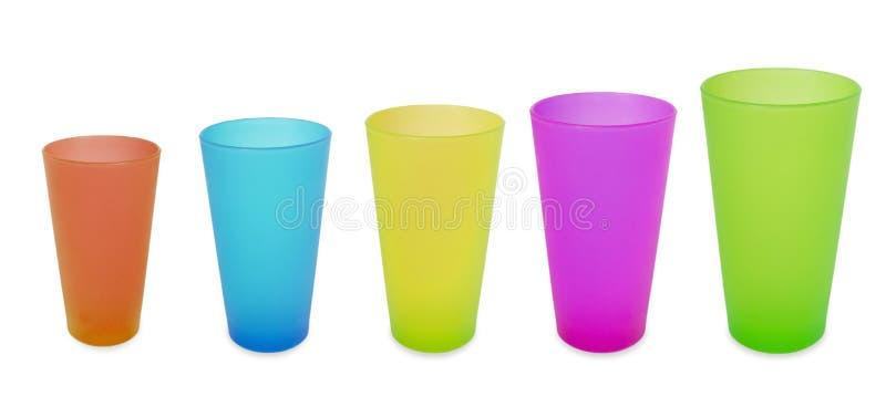 Do amarelo plástico da cor de cinco verde azul vermelho copos imagens de stock