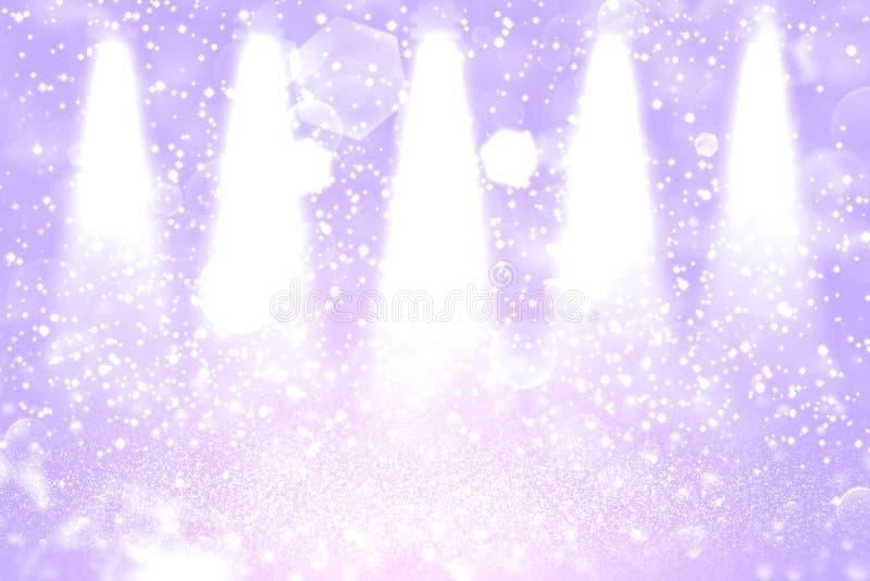 Do bokeh defocused dos projetores da fase das luzes do brilho o fundo abstrato de brilho bonito com faíscas voa, textura festal d ilustração royalty free