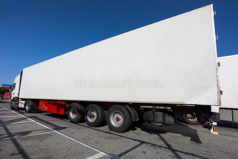 Do branco caminhão semi imagens de stock royalty free