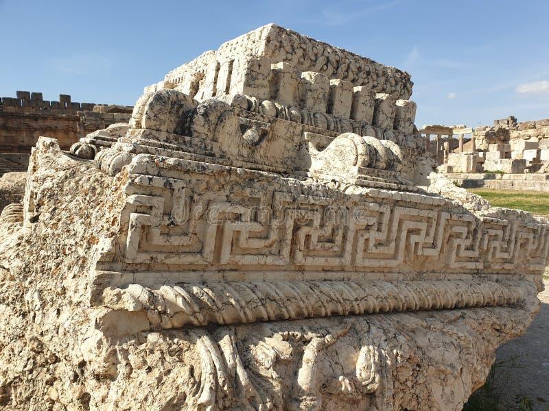 Do dia antigo do ruine de Líbano Baalbek Citadele céu ensolarado foto de stock