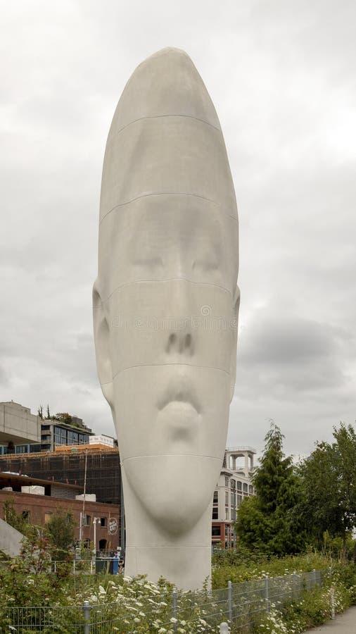 ` Do eco do ` por Jaume Plensa, parque olímpico de Sculptue, Seattle, Washington, Estados Unidos fotos de stock