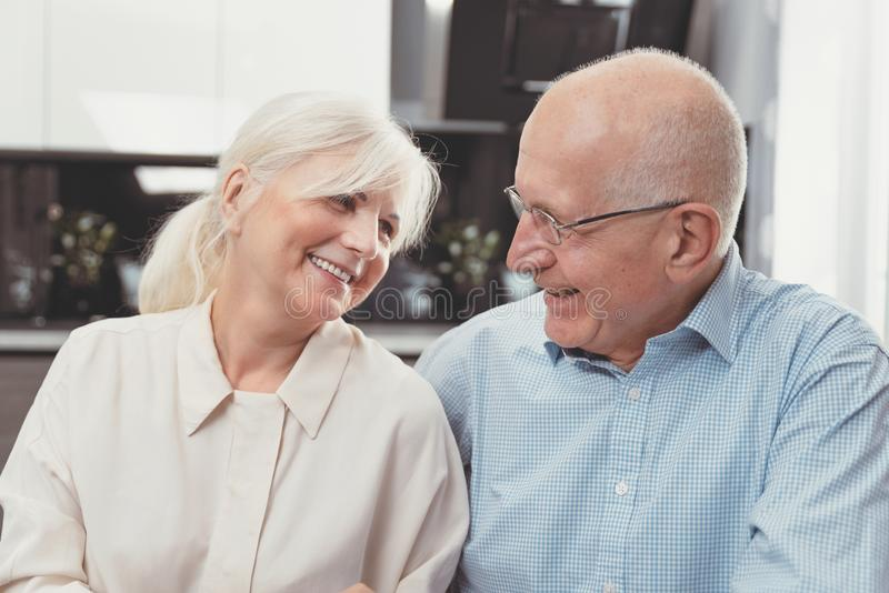 Do estilo de vida superior dos pares da aposentadoria conceito vivo fotos de stock royalty free