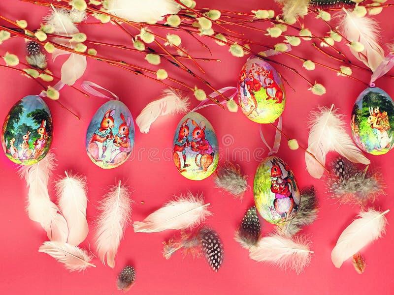 Do fundo azul verde cor-de-rosa dos cumprimentos da ilustração do colo dos ovos da páscoa ilustração amarela vermelha do projeto  fotografia de stock