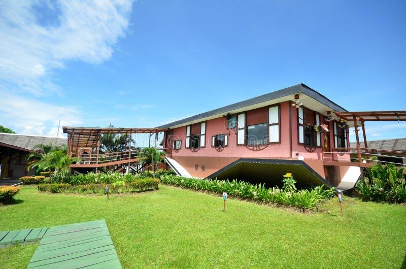 Do Góry Nogami dom przy Tamparuli, Sabah zdjęcia stock