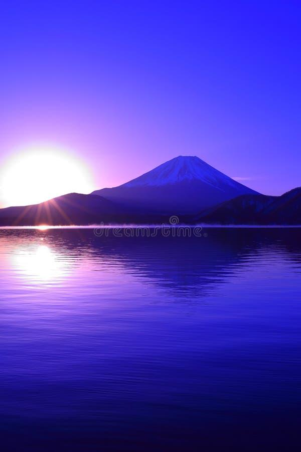 Do góry nogami Od góry Fuji z niebieskim niebem od Jeziornego Ashi Hakone Japonia obrazy royalty free
