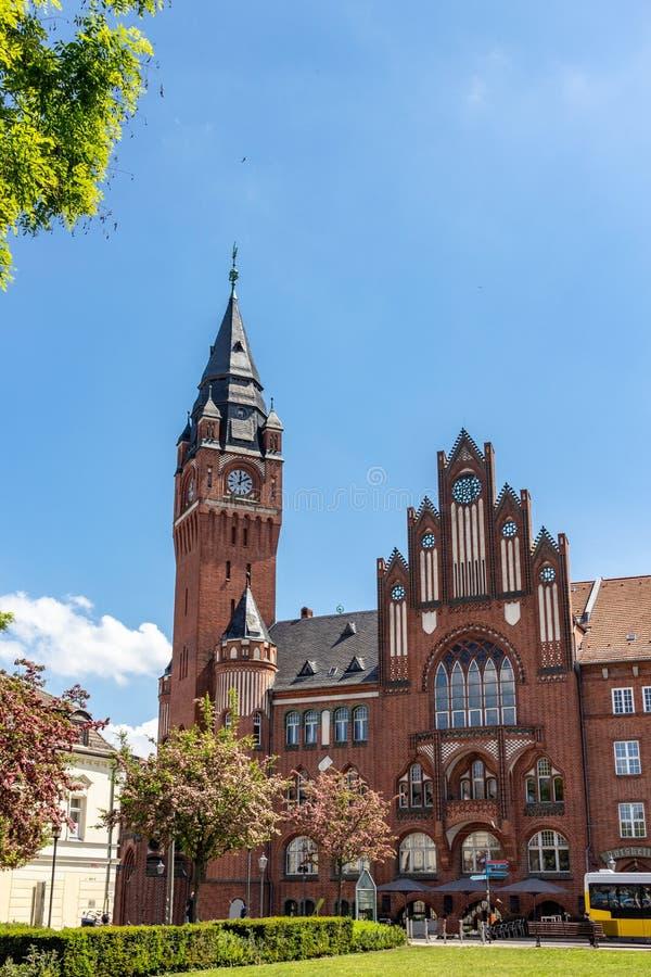 do histórico brick Gothic City Hall em Berlim Koepenick no céu azul ensolarado, imagem de stock royalty free