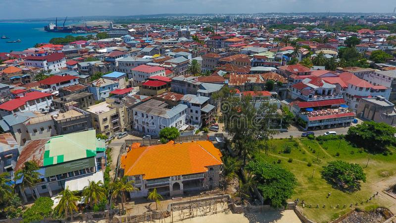 Do litoral de pedra da cidade de Zanzibar opini?o a?rea Tanz?nia fotos de stock
