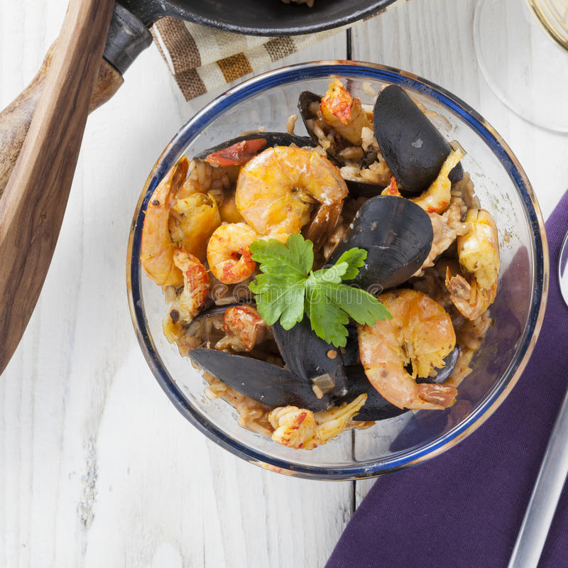 Do marisco portugese do paella de Arroz de marisco prato rústico do verão do arroz fotografia de stock