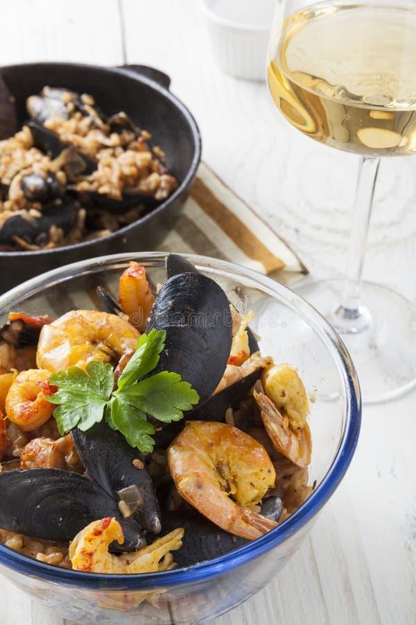 Do marisco portugese do paella de Arroz de marisco prato rústico do verão do arroz foto de stock