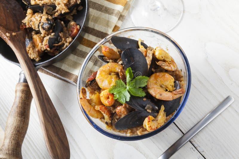 Do marisco portugese do paella de Arroz de marisco prato rústico do verão do arroz fotos de stock