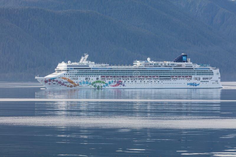 Do oceano do norte pacífico de Alaska do aqua da passagem de Juneau fiordes ensolarados de holland que pescam apenas o turista ár fotografia de stock royalty free