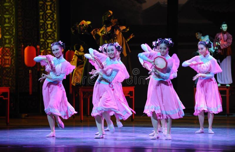 Do pandeiro- ato cor-de-rosa primeiramente de eventos do drama-Shawan da dança do passado imagens de stock royalty free