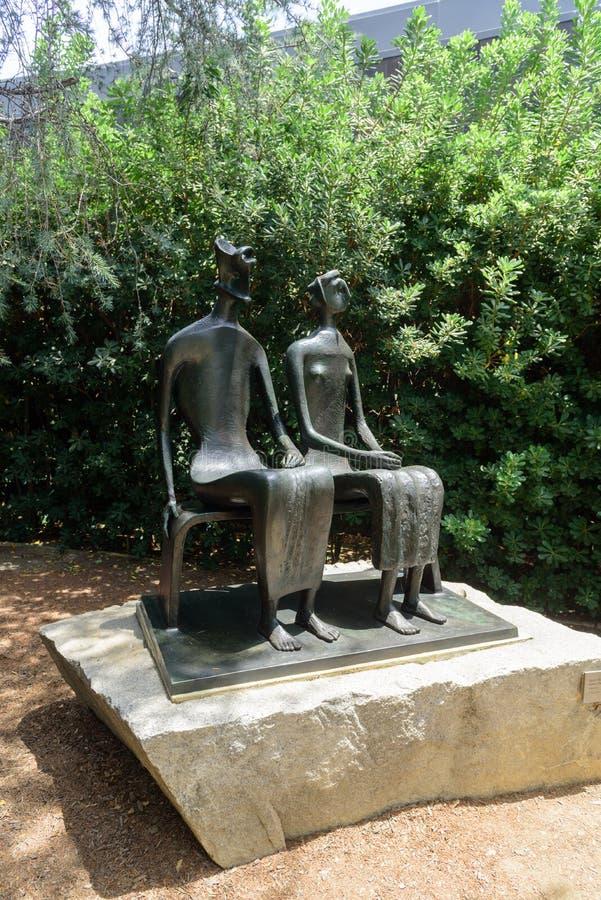 ` Do rei e da rainha do ` por Henry Moore no museu de Norton Simon imagem de stock