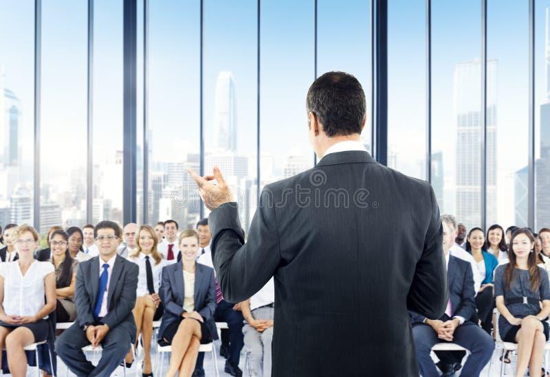 Do seminário da conferência da reunião executivos do conceito do escritório fotos de stock royalty free