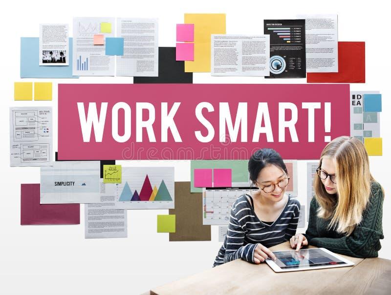Do trabalho de Smart conceito do pensamento criativo eficazmente foto de stock