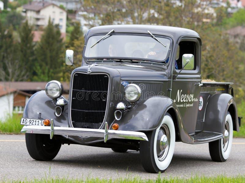 Do vintage coletor de Ford do carro da guerra pre de 1936 imagens de stock