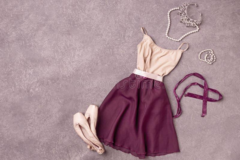 Do vintage vida ainda com as sapatas do vestido e de bailado imagem de stock royalty free