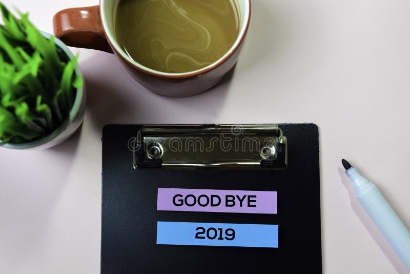Do widzenia 2019 tekst na kleistych notatkach z biurowego biurka pojęciem obraz stock