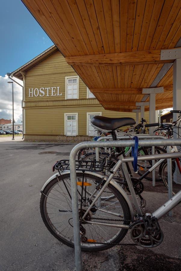 Do wynajęcia rower w parking obraz royalty free