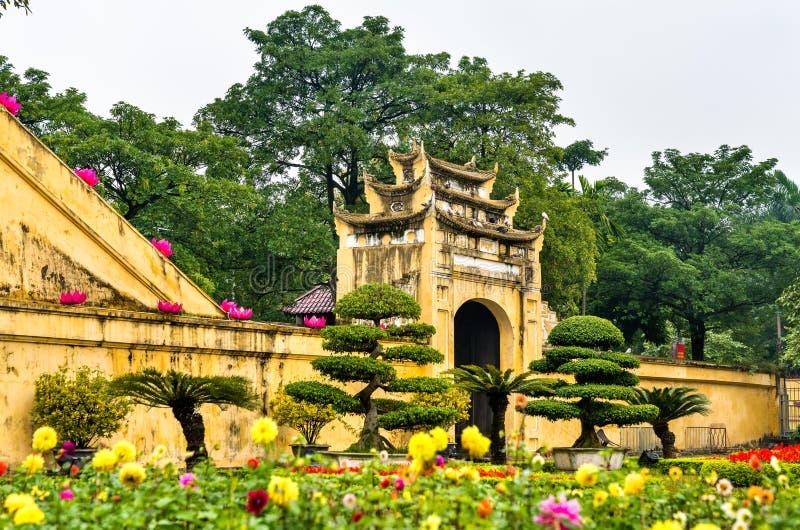 Doan Mon maingaten av Thang den långa imperialistiska citadellen i Hanoi, Vietnam arkivfoto