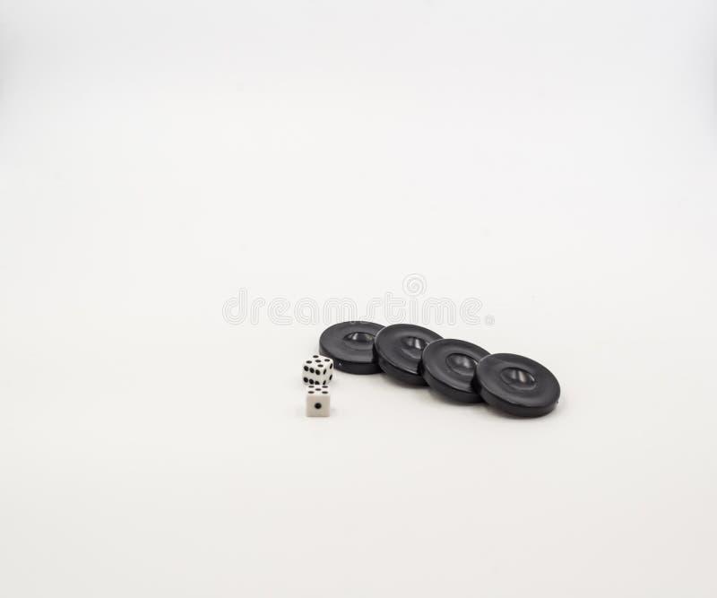 Dobbel en geïsoleerde Backgammoncontroleurs stock afbeeldingen