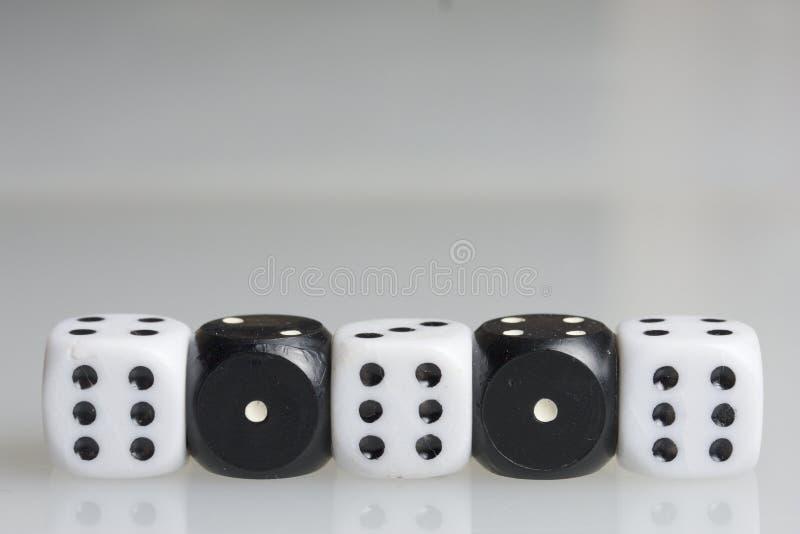 Dobbel Het spelen kubussen stock foto's