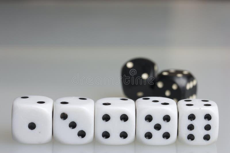 Dobbel Het spelen kubussen royalty-vrije stock afbeelding