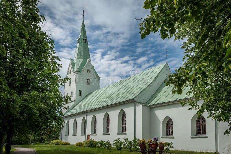 Dobele Ewangelicki Luterański kościół w miasto parku fotografia royalty free