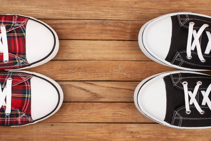 dobierać do pary sneakers dwa obraz stock