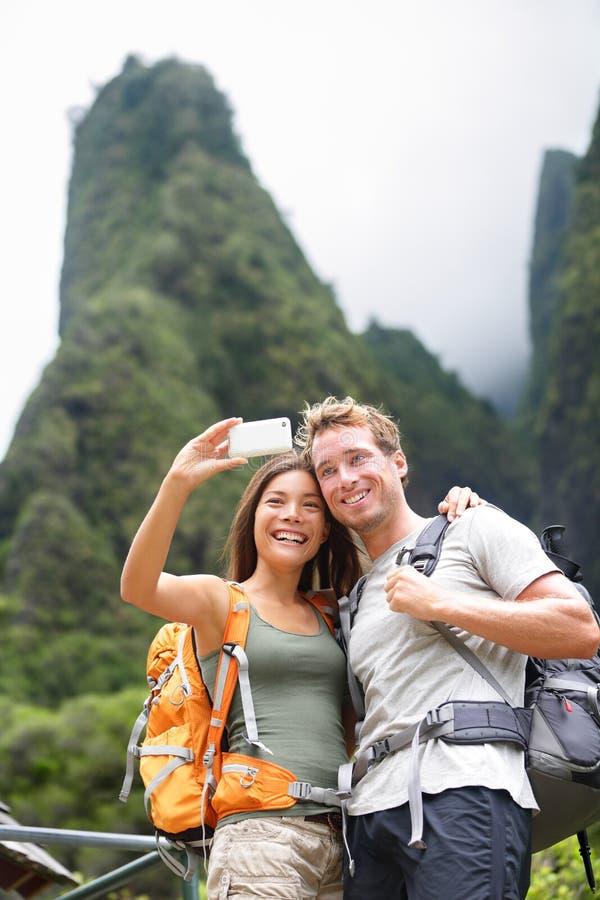 Dobiera się brać selfie jaźni portret wycieczkuje, Hawaje obrazy stock