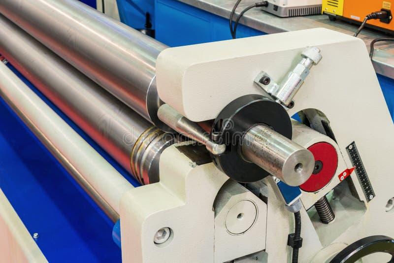 Dobladora de la hoja de metal con el CNC imagenes de archivo