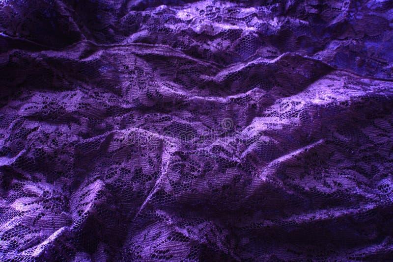 Dobleces de una tela del cordón