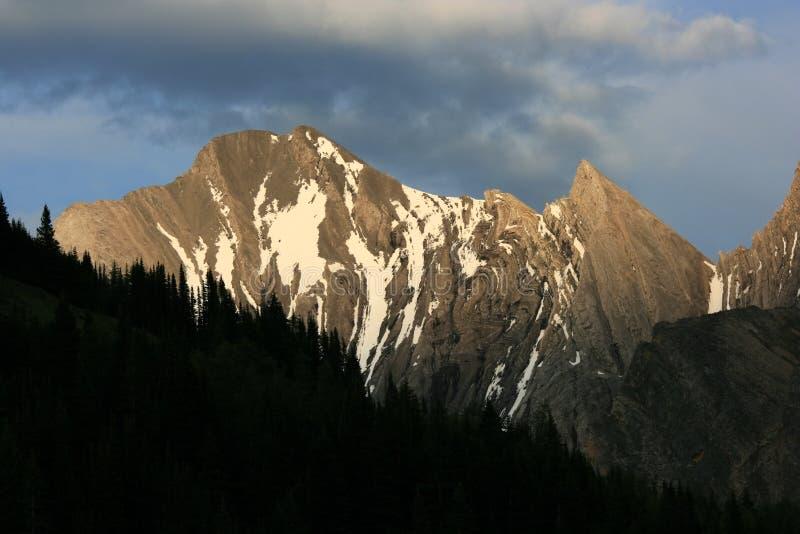 Dobleces en montañas del país de Kananaskis imagen de archivo