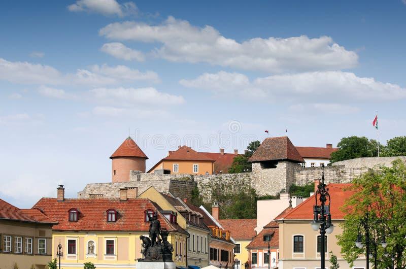 Dobo Istvan monumentcityscape Eger royaltyfri bild