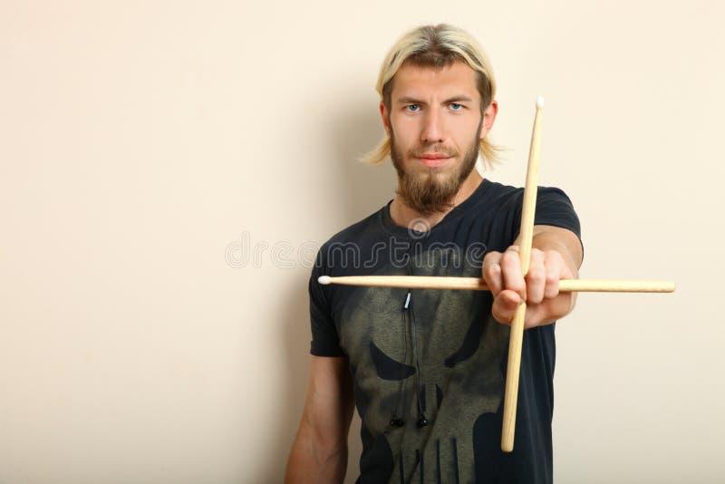 Dobosz z drumsticks fotografia royalty free