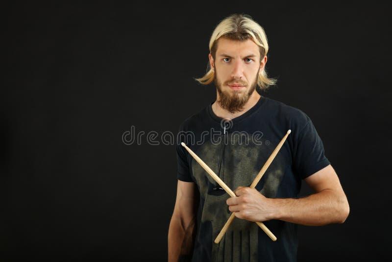 Dobosz z drumsticks zdjęcia stock