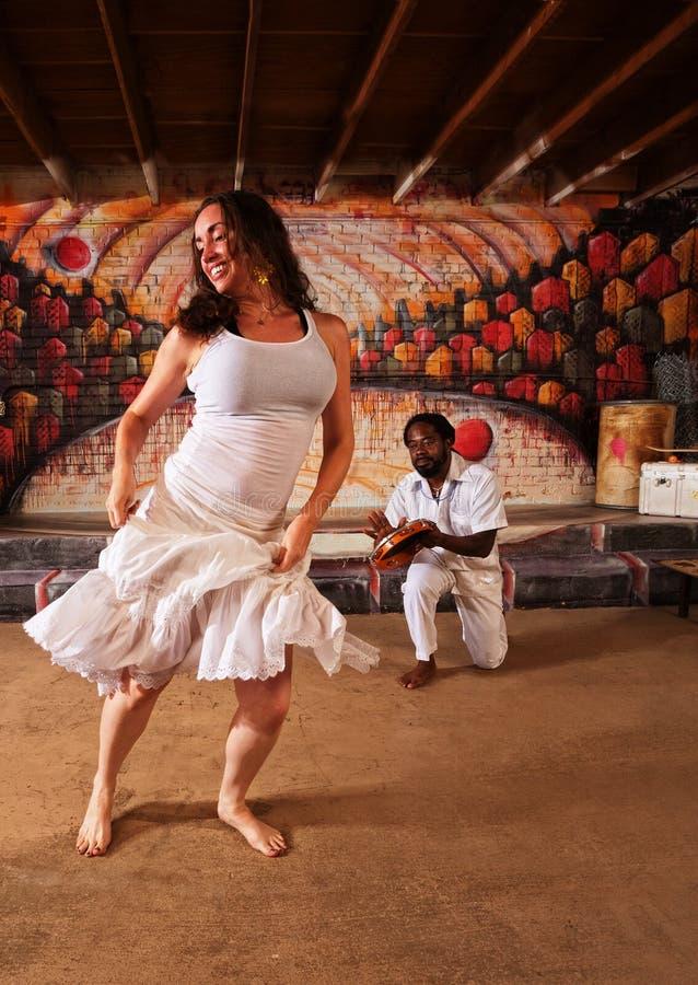 Dobosza i kobiety taniec fotografia stock