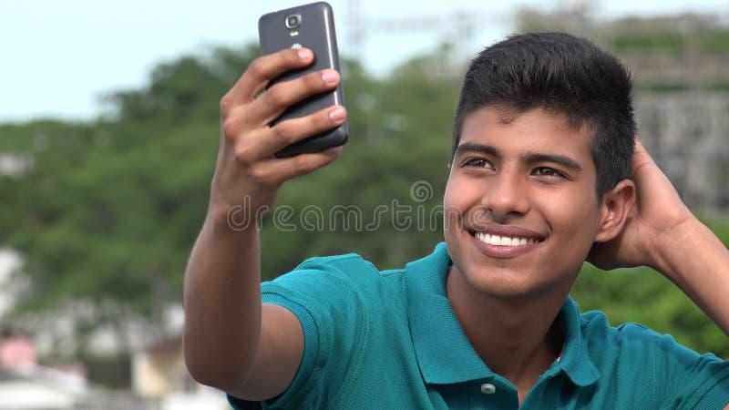 Dobra Przyglądająca Nastoletnia chłopiec Bierze Selfy I ono Uśmiecha się obrazy royalty free
