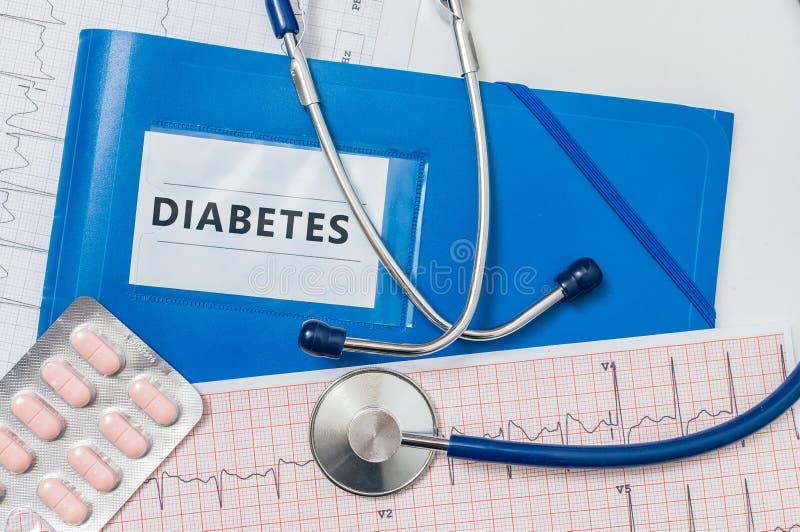 Dobrador azul com diagnóstico e estetoscópio do diabetes fotos de stock