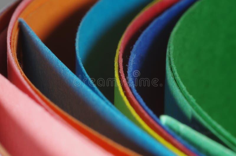 Dobradores curvados coloridos do cartão foto de stock