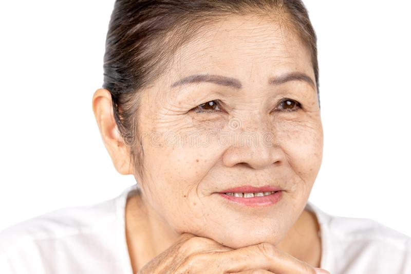 Dobroć uśmiechu kobiety starszy portret odizolowywający na białym tle zdjęcia stock