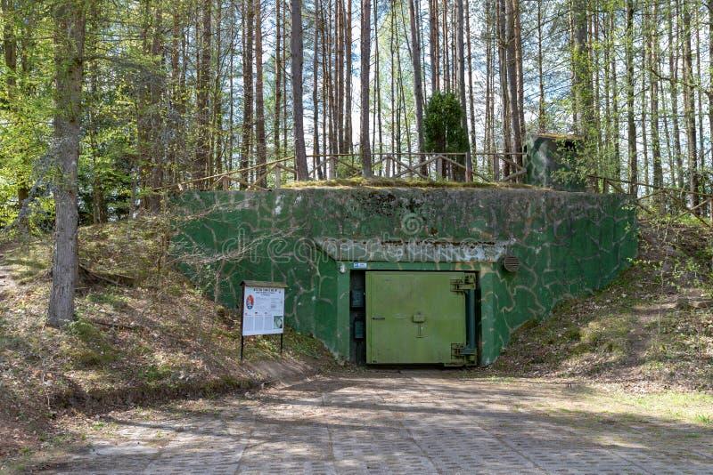 Dobrowo, zachodniopomorskie/Polen - 7 Mei, 2019: Bunkers voor het opslaan van kernmunitie Oude vestingwerken van de Rus royalty-vrije stock afbeelding