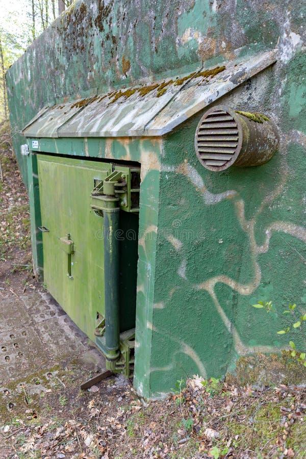 Dobrowo, zachodniopomorskie/Pologne - mai, 7, 2019 : Soutes pour stocker les munitions nucléaires Vieilles fortifications du russ photographie stock libre de droits
