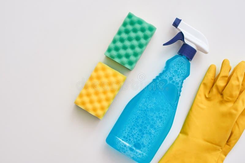 dobry housekeeping Kiści butelka i inne rzeczy odizolowywający fotografia stock