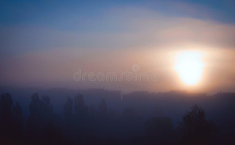 Dobry Mgłowy miasto zdjęcia stock